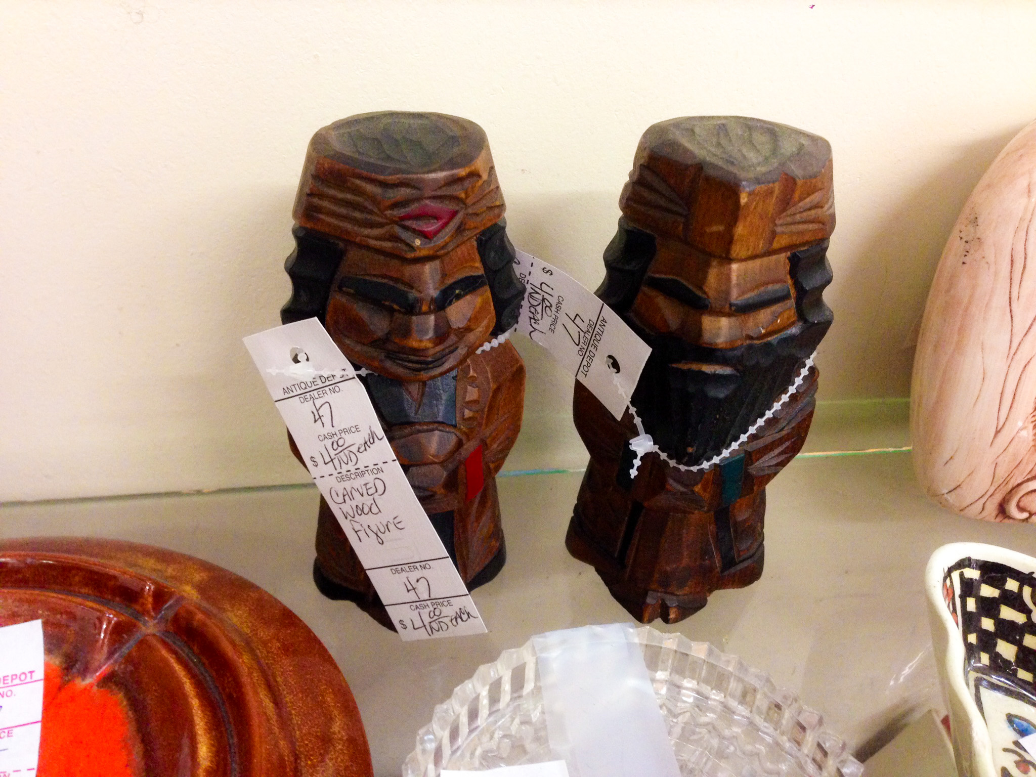 Ainu and the Antique Store